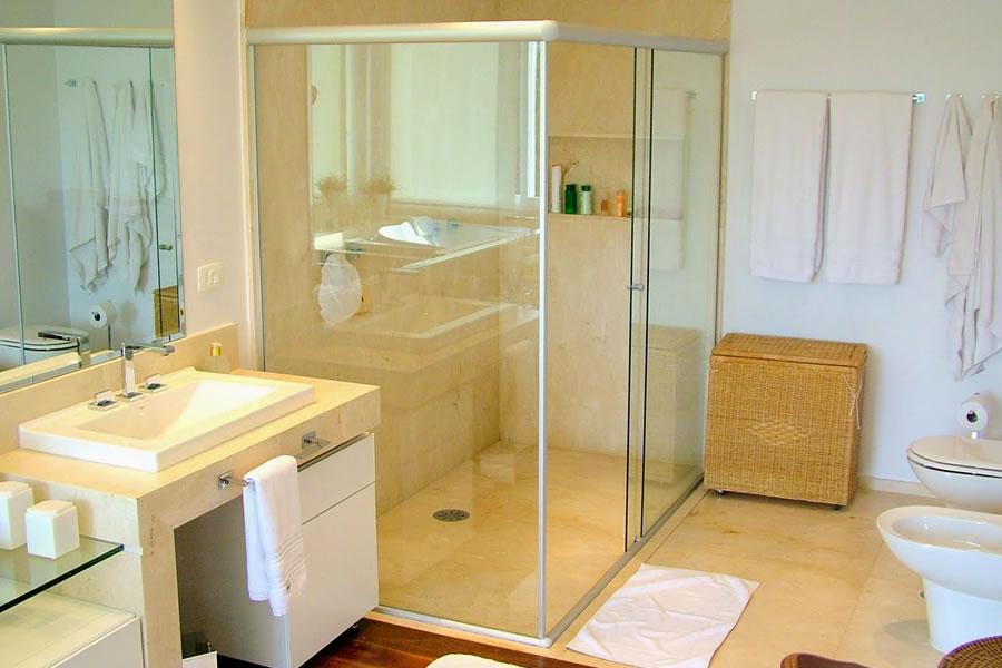 Limpar Banheiro Preto : Limpar o box do banheiro e se livrar das larvas no trilho
